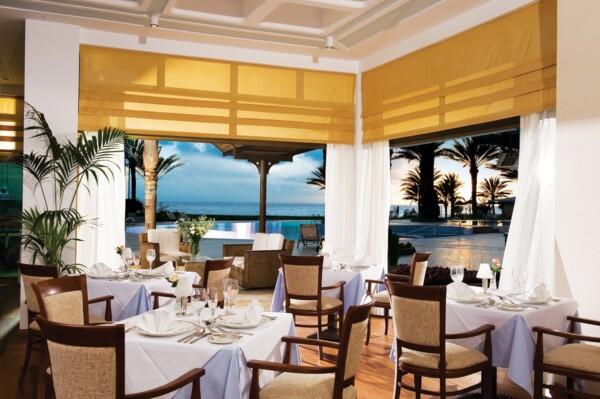 19 ATHENA BEACH HOTEL ZEPHYR A LA CARTE RESTAURANT