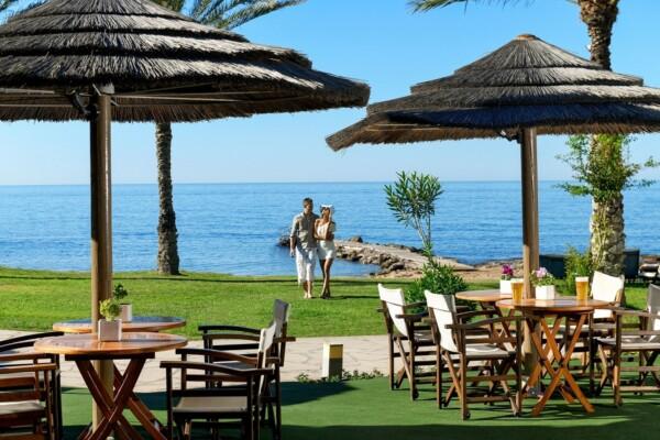 20 ATHENA BEACH HOTEL HELIOS BEACH BAR