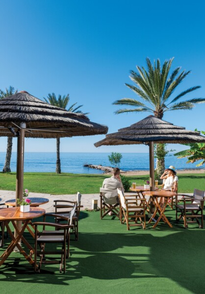 21 ATHENA BEACH HOTEL HELIOS BEACH BAR