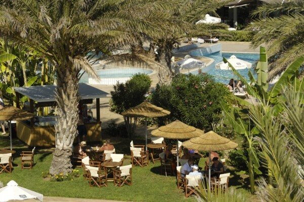 22 ATHENA BEACH HOTEL HELIOS BEACH BAR