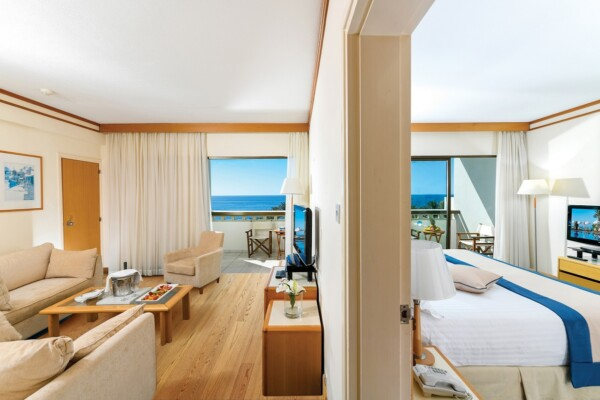 32 ATHENA BEACH HOTEL FAMILY ONE BEDROOM SUITE SV