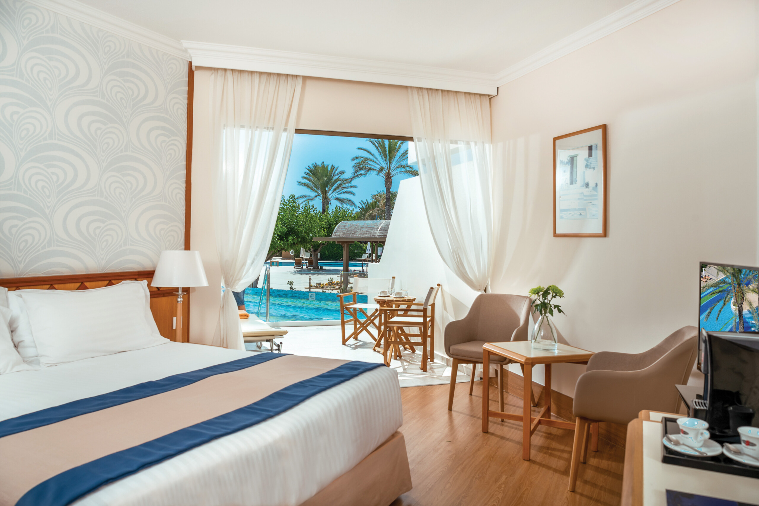 45 ATHENA BEACH HOTEL SUPERIOR SWIM-UP ROOM