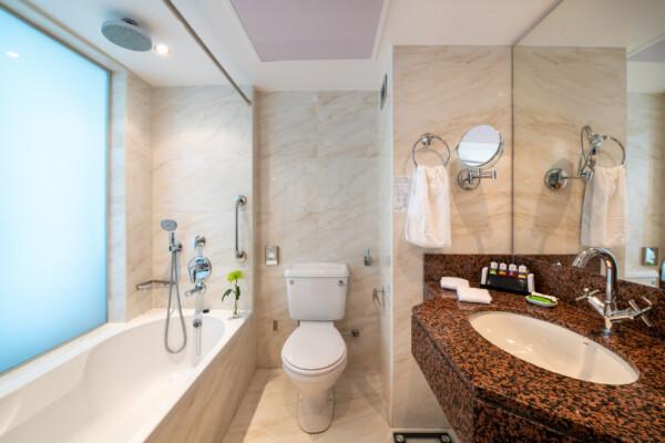 39 ATHENA BEACH HOTEL CLASSIC ROOM BATHROOM WITH BATH