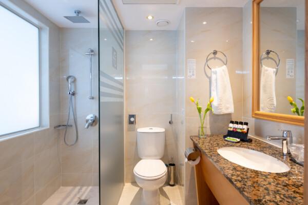 43 ATHENA BEACH HOTEL SUPERIOR ROOM BATHROOM